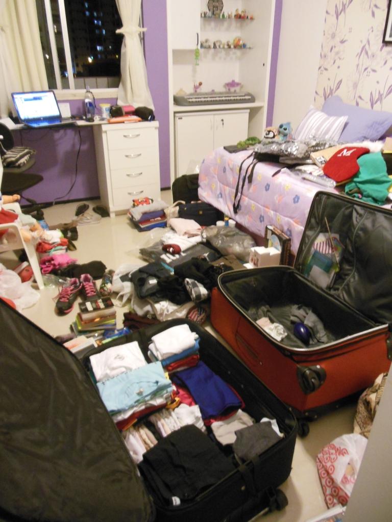 """Quando a """"arrumação"""" começou. Depois tiro foto do quarto arrumado!"""