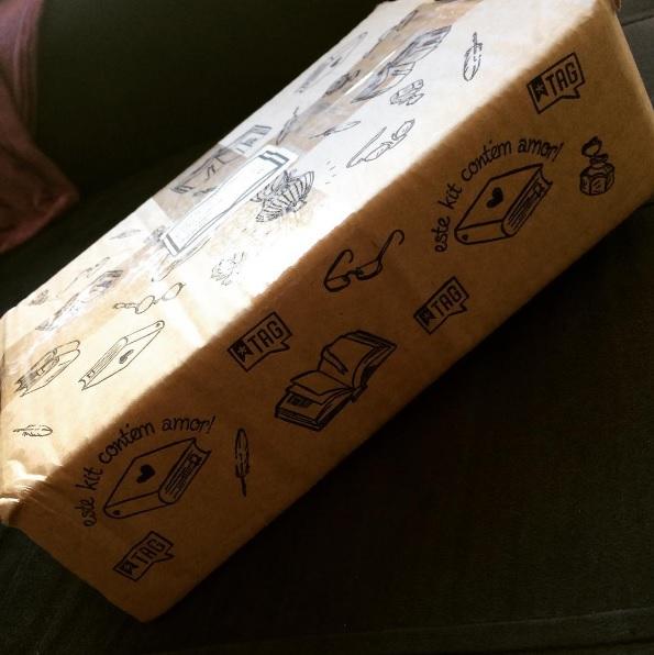 Eles enviam os livros nessa caixinha fofa